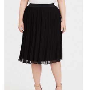 Torrid Black Chiffon Pleated Midi Skirt